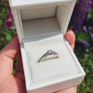 婚約指輪を入れるリングケースの重要性