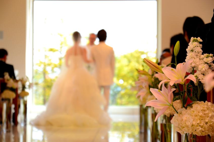 結婚式に臨むおふたり