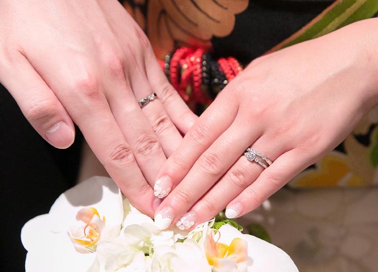 おふたりの左手薬指に着けられた指輪