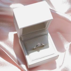 ご両親への挨拶に着けていく? 「婚約指輪」の悩み