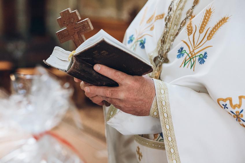 キリスト教の結婚式について 神父 牧師の違いと役割 Afflux