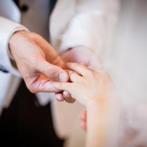 もうすぐ結婚式。指を細く見せたいけれど時間がない・・という方にオススメの指輪