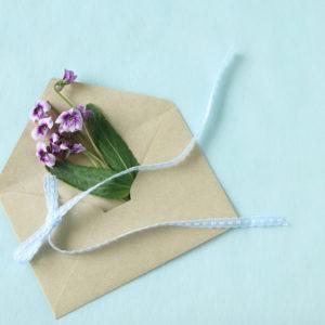 おふたりのお祝いを電報で。祝電で結婚式に華を添える?!