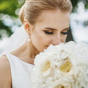 目元でも魅せたい結婚式。つけまつ毛とエクステ、どっちが良いの?