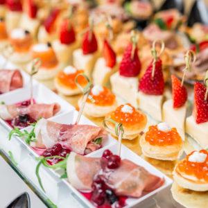 ビュッフェといっても様々。結婚式で楽しむ料理スタイルについて