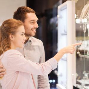 一生物の贈り物。結婚指輪の費用はおふたりでどう負担するものなの?