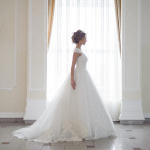 シンプルだから引き立つ魅力。クラシックなドレスを紹介します
