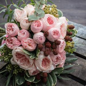 結婚式のブーケで人気の3つのデザインの持つそれぞれの魅力とは?