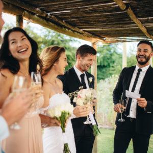 結婚式にゲストとして参列する時のメイクは?初心者向けテクニック