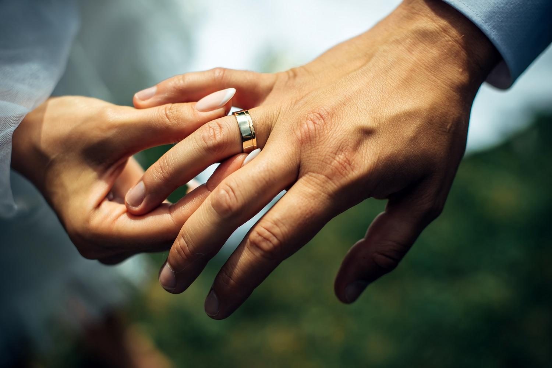 外国の右手薬指の文化