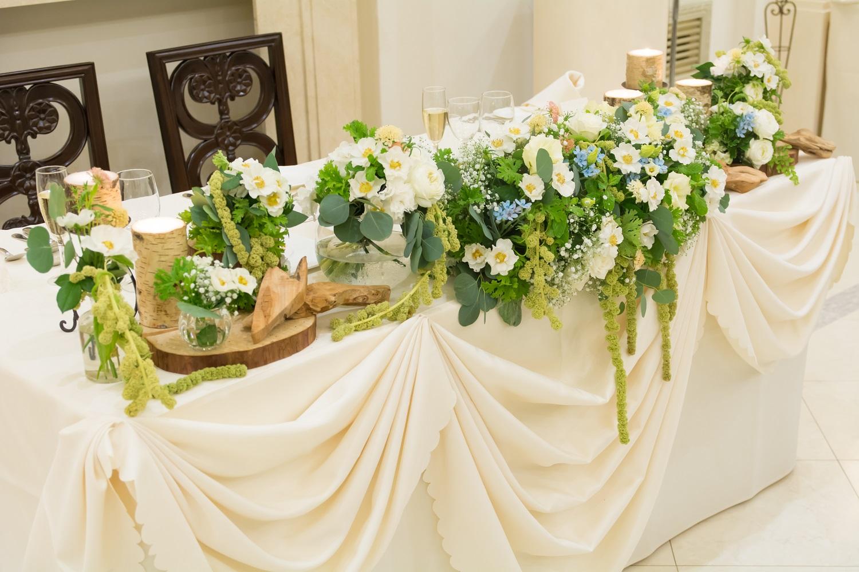 結婚式の「披露宴」について。高砂をソファーにするという選択