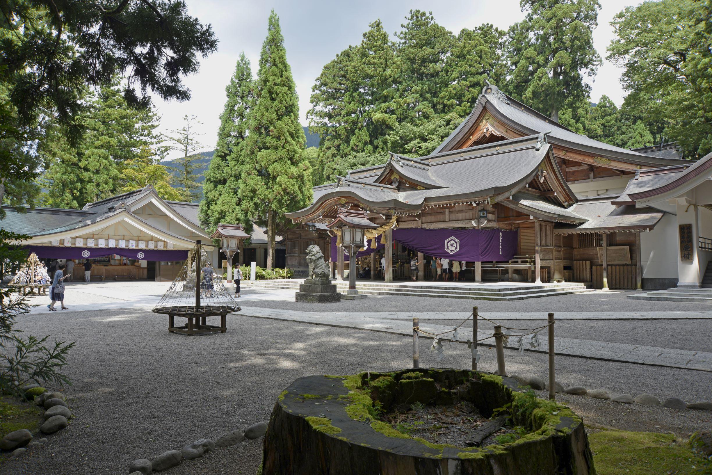 石川の白山比咩神社と「ちはやふる」の百人一首。恋歌をかけたプロポーズ