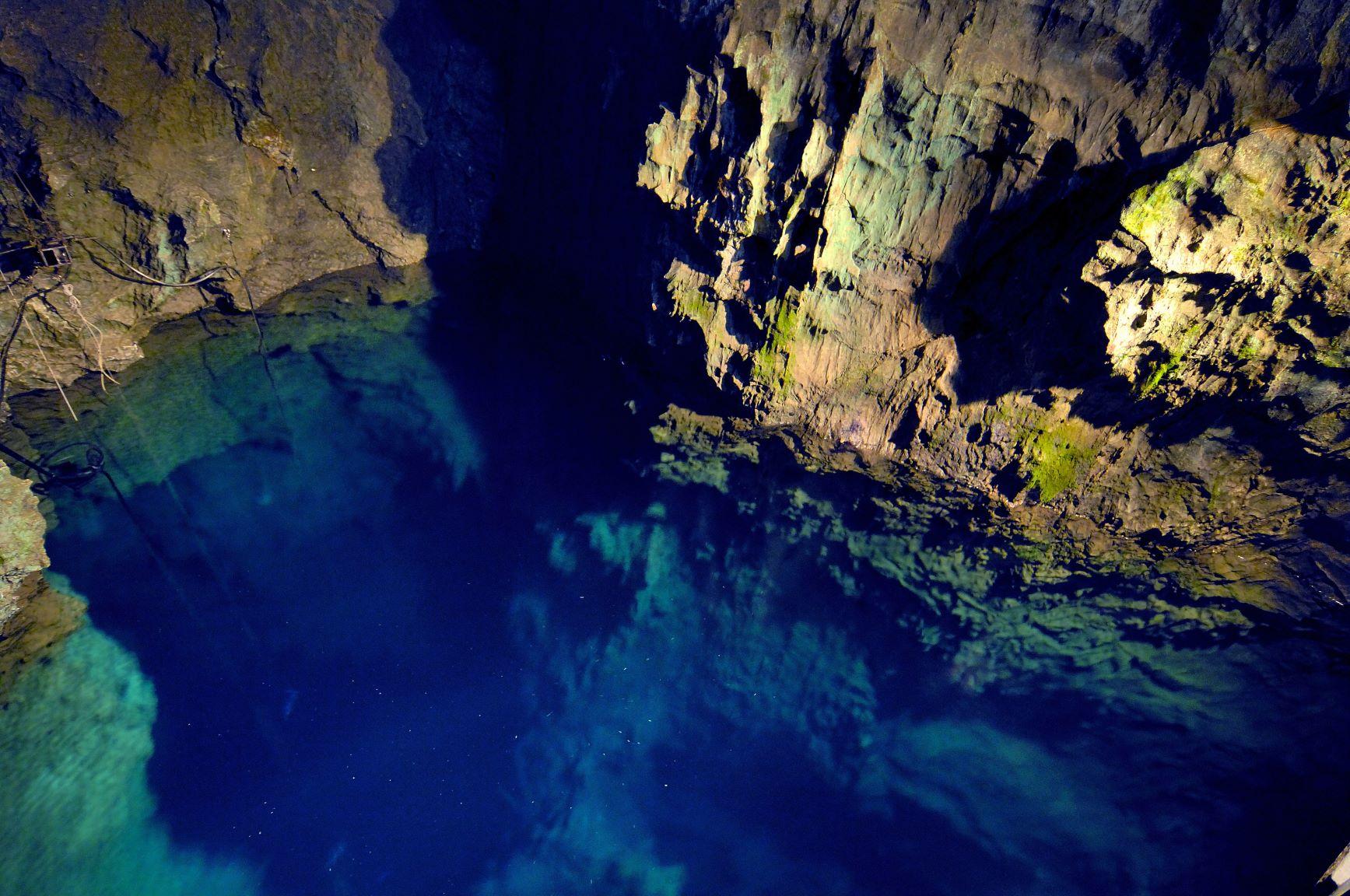 FF10の「聖なる泉」を岩手県の龍泉洞に重ねた愛を誓うプロポーズ